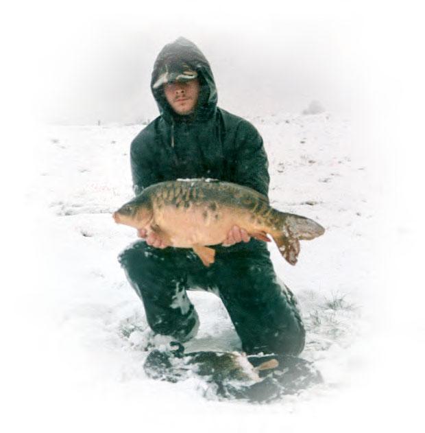 Pescuit de iarna pe ninsoare