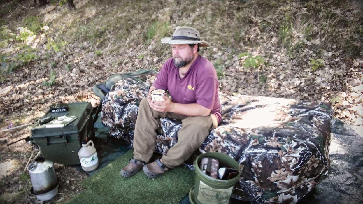 Pescar la crap pe rauri in pauza de cafea
